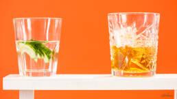 photographie de cocktails sur fond orange studio13paris